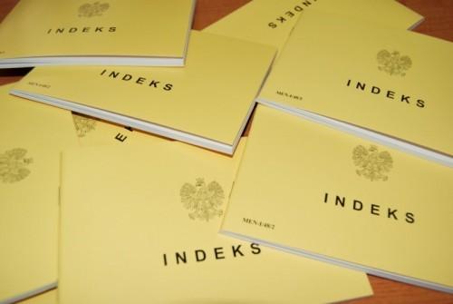 zdjęcie żółtych indeksów używanych na studiach